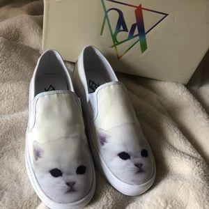 Cute white kitten faced slip on sneakers W9